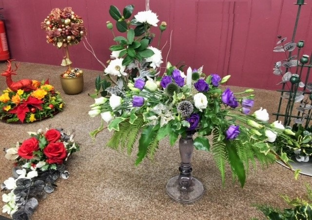 Flower arranging led by Lynne Christmas 2019 - photo 5
