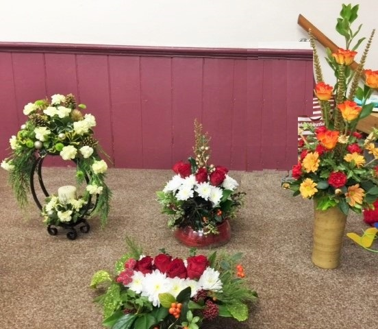 Flower arranging led by Lynne Christmas 2019 - photo 4