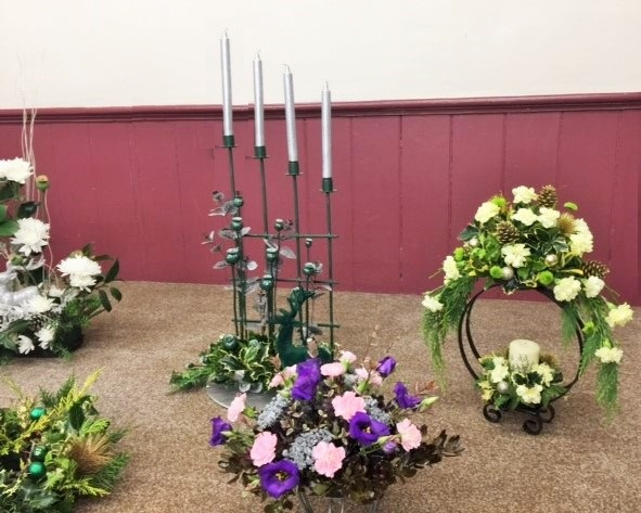 Flower arranging led by Lynne Christmas 2019 - photo 3